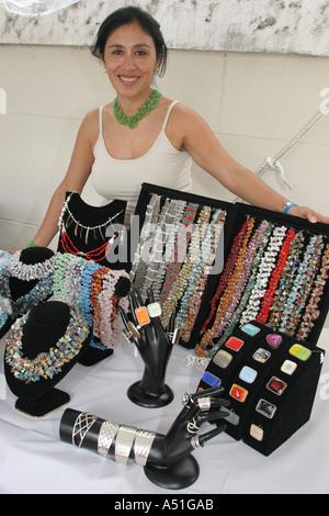 Coral Gables Miami Floride Saint Sophia cathédrale grecque orthodoxe bijoux femme colliers fournisseur Festival Banque D'Images