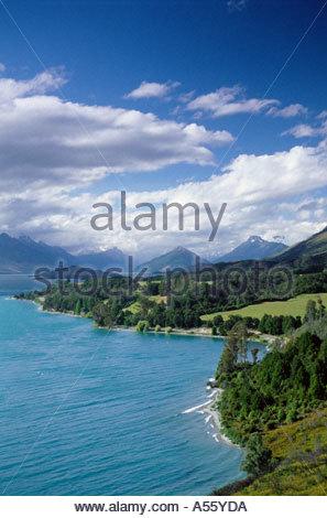 Vue sur le lac Wakatipu, vers Glenorchy, près de Queenstown, île du Sud, Nouvelle-Zélande Banque D'Images