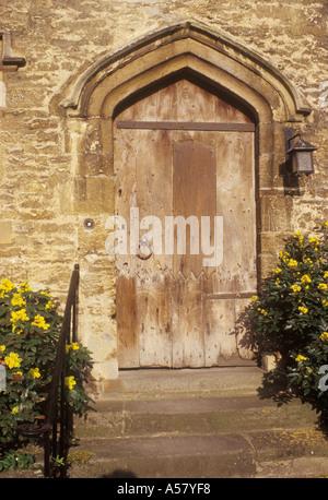 Burford Oxfordshire England détail fin 16ème début 17ème siècle voûtée porte porte dans maison en pierre Banque D'Images