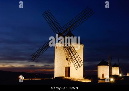 Les moulins à vent sur la Colline la nuit, Castilla La Mancha, Ciudad Real, Espagne Provence