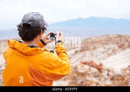 Man Taking Picture, Capital Reef National Park, Utah, USA Banque D'Images