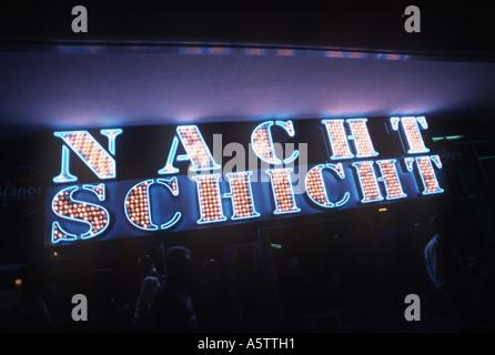 L'annonce d'un néon nuit club appelé Nachtschicht