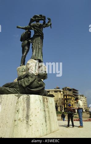 Trous de balle de la guerre civile libanaise visible dans les statues de la Place des Martyrs, à Beyrouth, Liban. Banque D'Images