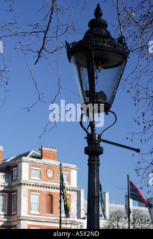 Gaslight près de Hatchard Le Mall London England UK Banque D'Images