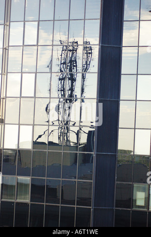 Reflet dans ville immeuble de bureau windows Banque D'Images