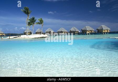 Maison de vacances resort sur l'atoll de Manihi Tuamotu,un atoll dans le Pacifique Sud qui est un centre de la culture des perles dans l'Océan Pacifique