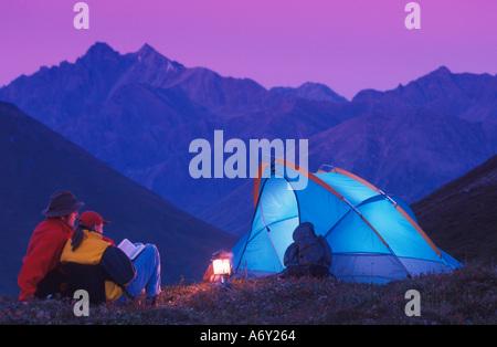 Les gens Camping Hatcher Pass Southeast Alaska Summer Scenic Banque D'Images