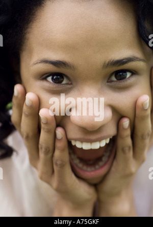 Jeune femme avec expression surprise Banque D'Images