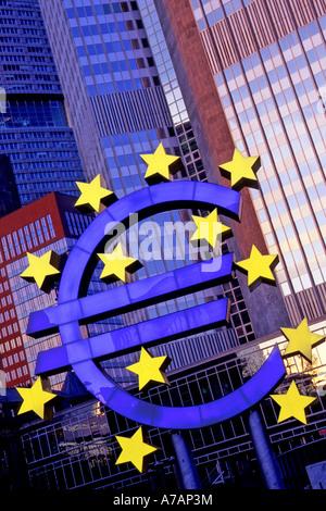 L'euro affiche à l'extérieur de la Banque centrale européenne à Francfort, Allemagne. Banque D'Images