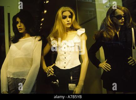 db567940a59 CBD · Boutique de mode d affichage Fenêtre Amsterdam Pays-Bas Banque  D Images