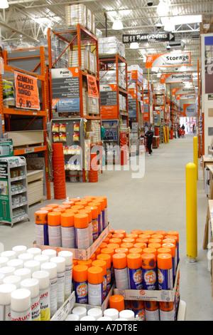 4449a32d24f Intérieur du magasin de bricolage Home Depot Banque D Images