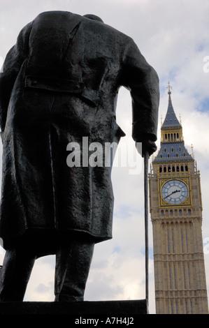 Statue de Sir Winston Churchill, le Parlement face à Londres Banque D'Images