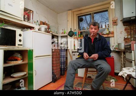Séance résident dans la cuisine d'un squat du sud de Londres.