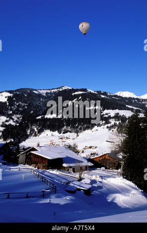 France, Haute Savoie, vol en montgolfière au-dessus de Megève Banque D'Images