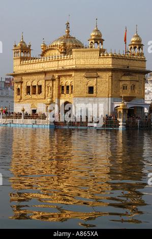 Temple d'or, également connu sous le Harmindar Sahib le lieu sacré des Sikhs à Amritsar, Punjab Inde situé Banque D'Images