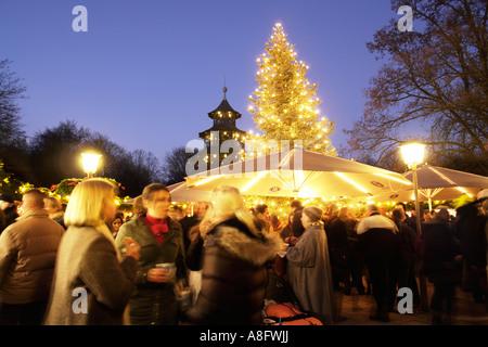 La tour chinoise Jardin Anglais de Munich Bavaria Allemagne Marché de Noël