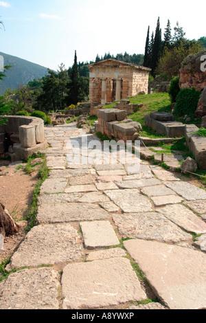 Trésor des Athéniens à la Voie Sacrée Sanctuaire d'Apollon Delphes Grèce Banque D'Images