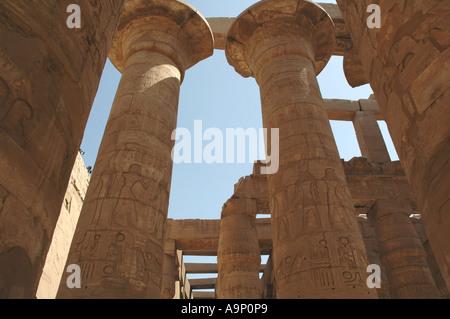 Colonnes de la salle hypostyle, Temple de Karnak, Louxor, Egypte Banque D'Images