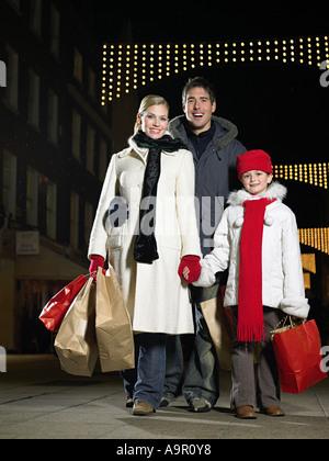 Achats de Noël en famille Banque D'Images