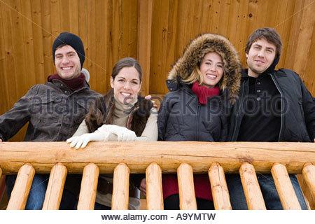 Amis sur un balcon Banque D'Images
