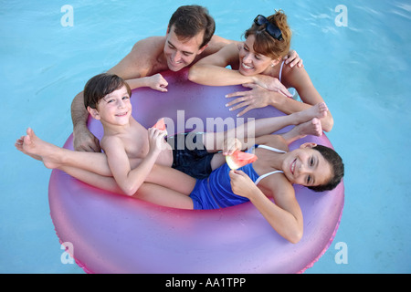 En famille Piscine Banque D'Images