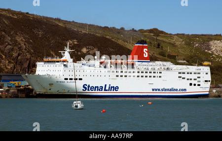 Stena Line's 'Stena Europe' sur le service Fishguard-Rosslare, accostage à Fishguard. Banque D'Images