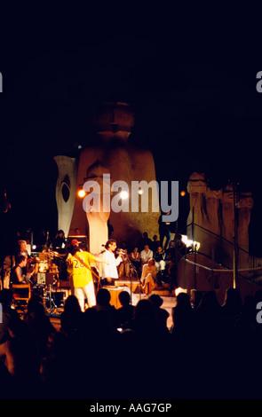 Les concerts d'été sur le toit de la Casa Mila à Barcelone La Pedrera de Gaudi une catalogne espagne
