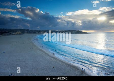 La plage de Bondi à Sydney l'aube Nouvelle Galles du Sud en Australie Banque D'Images