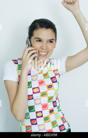 Teenage girl using cell phone et, portrait Banque D'Images