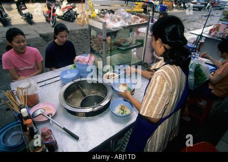 Food dans la rue du marché, Pattaya, Thaïlande Banque D'Images