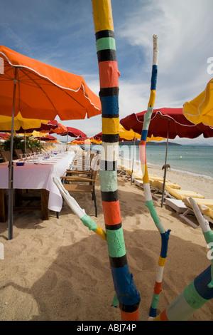 Traitement V.I.P Esclusive avec table réservée en face de la mer à l'IVAN - AQUA beach club à la plage de Pampelonne, Banque D'Images