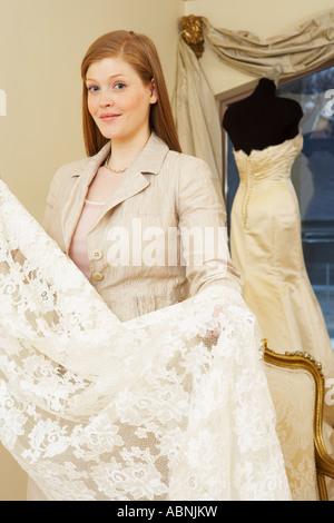Portrait of Woman in Bridal Boutique Banque D'Images