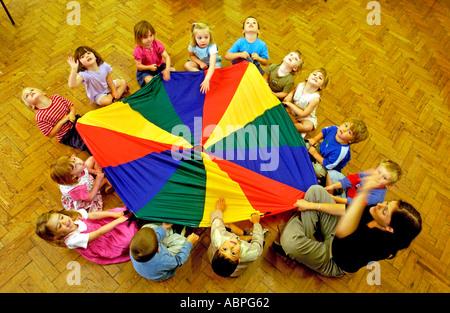 L'école Maternelle Montessori Kids vu de dessus dans leur classe de Brighton