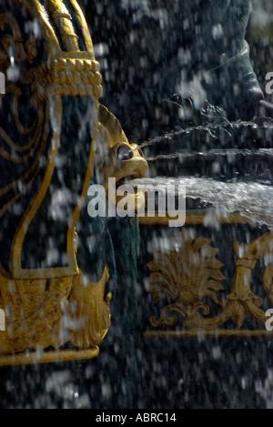 Close up detail de fontaine ornementale à la place de la Concorde Paris France Banque D'Images