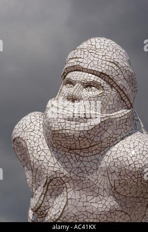La baie de Cardiff au Pays de Galles statue de Sir Robert Falcon Scott explorateur polaire antarctique à quai à Banque D'Images