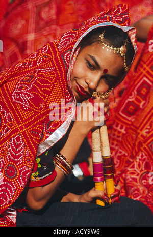 Portrait d'une jeune fille lors d'un traditionnel RAJASTHANI DANCE performance à l'CAMEL PUSHKAR RAJASTHAN INDE Banque D'Images