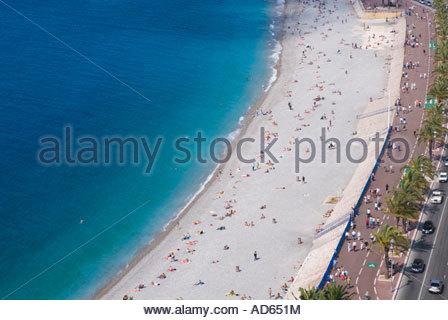La plage et la Promenade des Anglais, Nice, Côte d'Azur, France Banque D'Images
