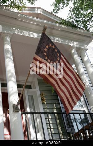 Virginie, va, Sud, Tidewater Area, Portsmouth, court Street, Olde Towne quartier historique, Betsy Ross drapeau, 13 étoiles, porche, patriotique, tourisme