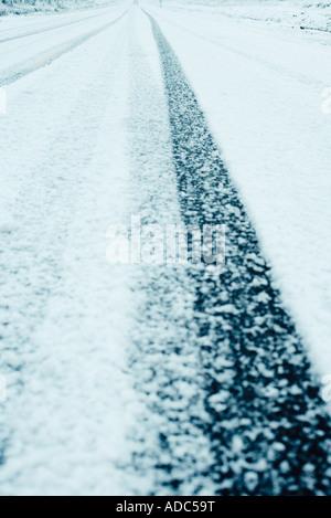 Route couverte de neige, close-up pf l'asphalte Banque D'Images