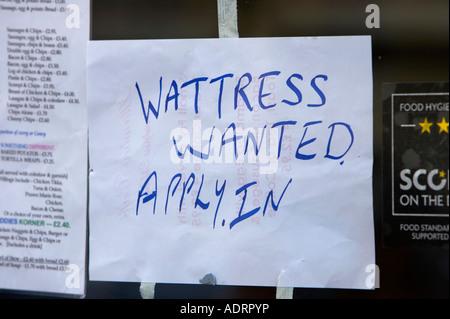 Wattress a voulu appliquer dans la main en signe de serveuse mal orthographié écrit de fenêtre à emporter cafe à Banque D'Images