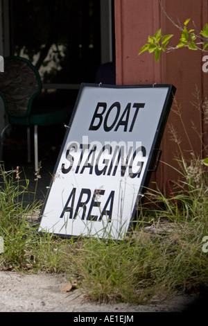 Zone de transfert bateau signer appuyée sur un bâtiment Banque D'Images