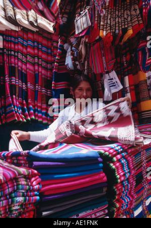 Négociant Textile - Mercado Negro, La Paz Bolivie Banque D'Images