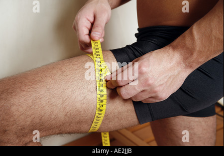 La mesure de l'homme sa cuisse Banque D'Images
