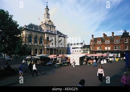 Place du marché en face de l'Ipswich Town Hall ville du comté de Suffolk Banque D'Images
