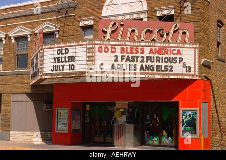 L'ILLINOIS Lincoln Dieu bénisse l'Amérique et des titres de film sur le cinéma chapiteau dans petite ville square Banque D'Images