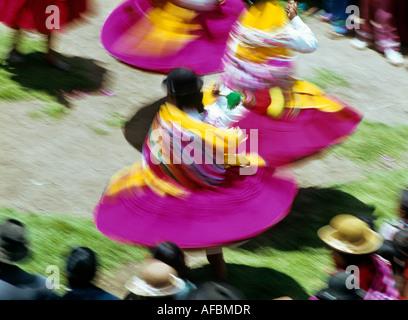 Les femmes indiennes festival folklorique de danse de la Virgen de la calendaria ville de Puno pérou Banque D'Images