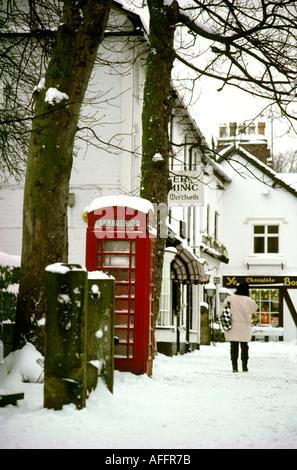 Prestbury Cheshire village de neige