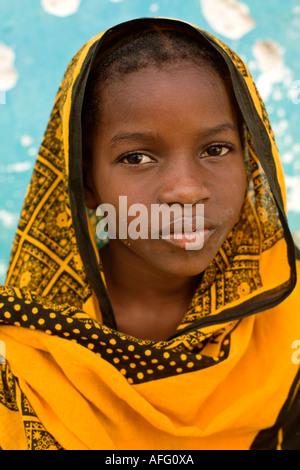 Jeune femme au foulard traditionnel Zanzibar Jambiani Banque D'Images