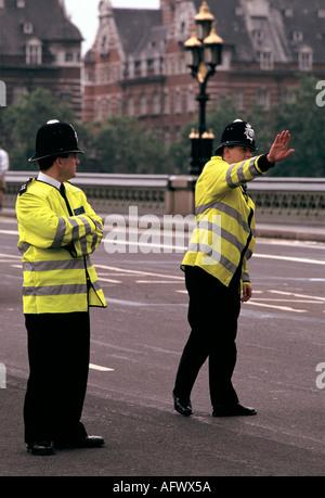 POLICE À 'WESTMINSTER BRIDGE LONDON' HOMER SYKES Banque D'Images