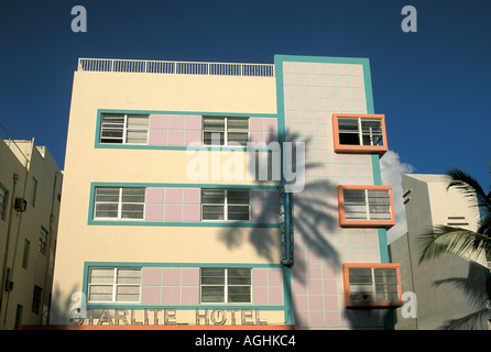 Floride Miami South Beach FL Architecture Art déco classique Ocean Drive coconut palm tree ombre sur Starlite Hotel Banque D'Images